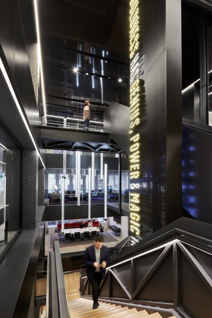 designova-kancelar-cerno-bila-led-svetla