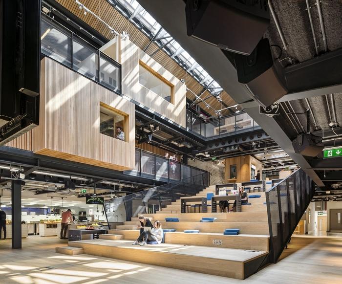 kancelar-airbnb-ubytovani-drevo-schody