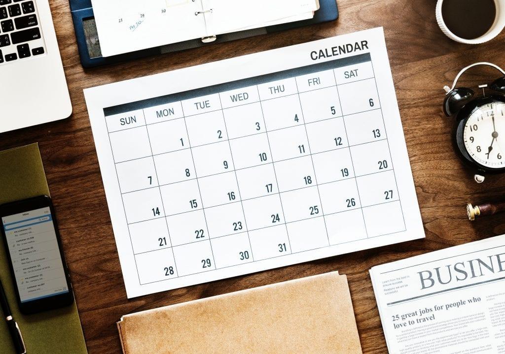 kalendar-planovani-pracovni-stul-psani-sesit