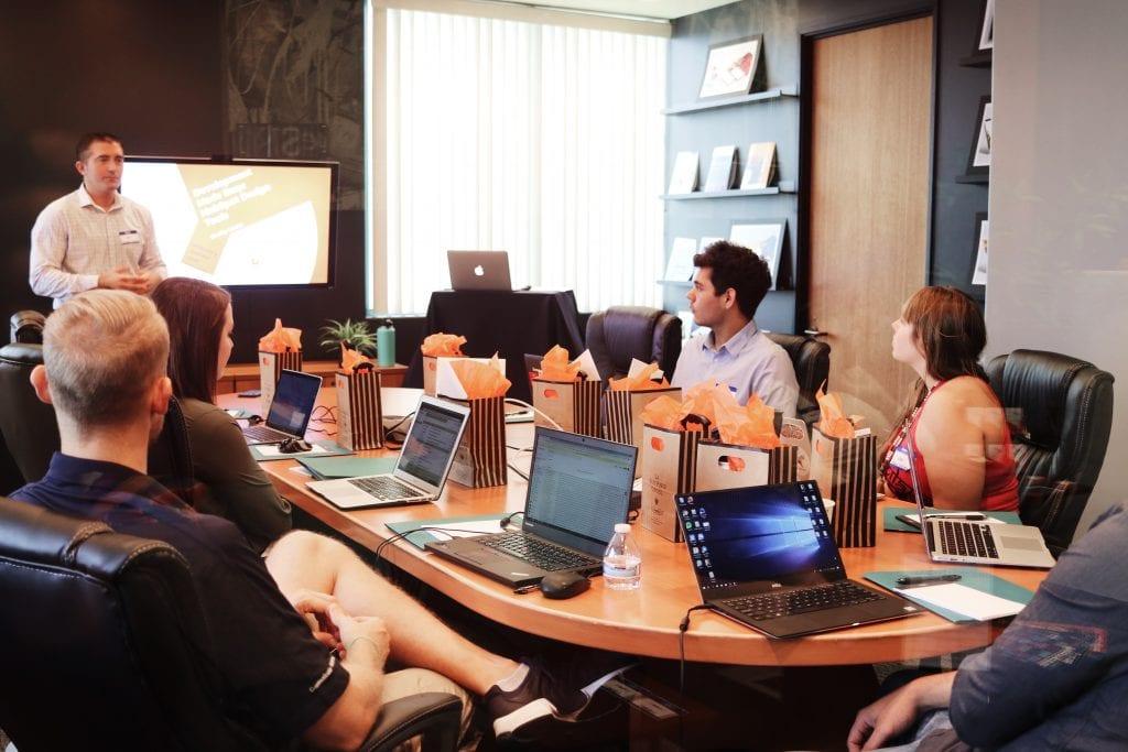 konferencni-mistnost-kancelar-firma-prednaska