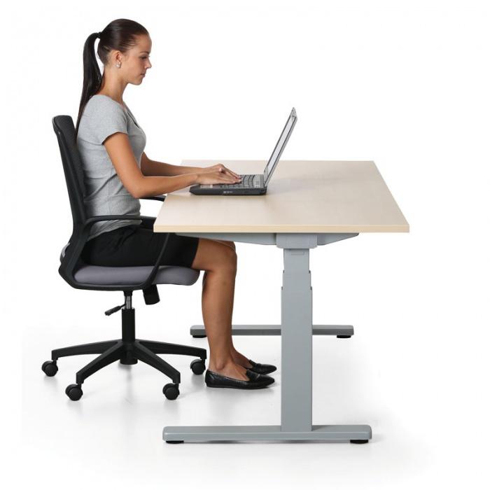 zena-stul-zidle-notebook-kancelar