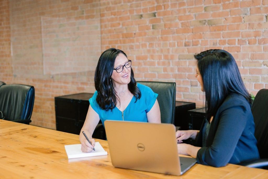 feedback-rozhovor-sef-zamestnanec-spokojenost-dotazy