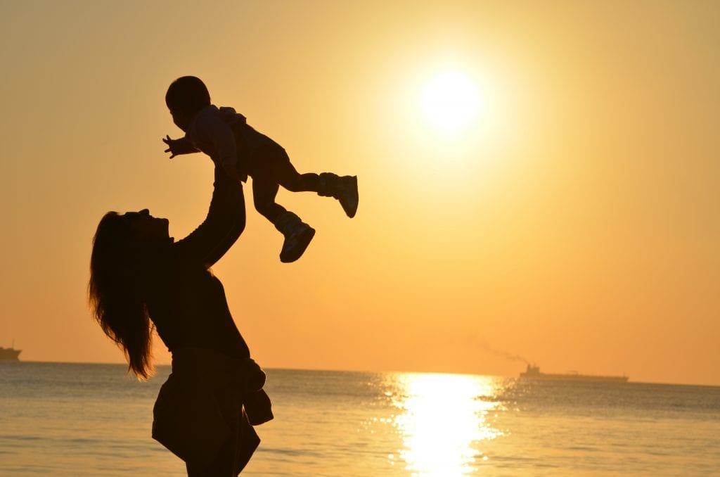 Matka-dite-voda-slunce-smich