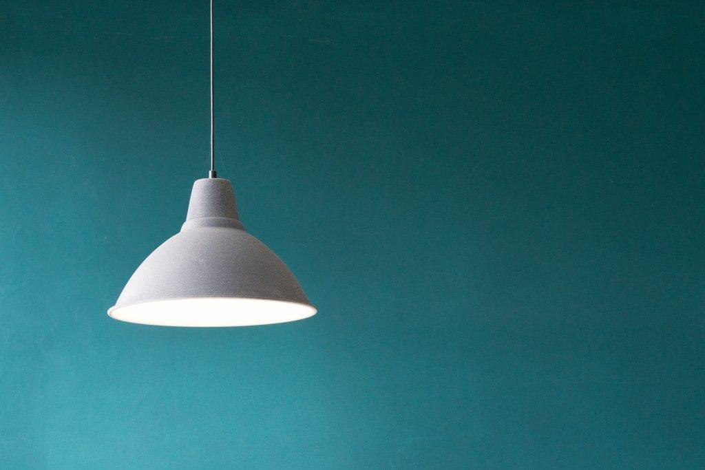lampa-svetlo-luster-bile-svetlo